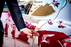 OPENING DOOR OF WEDDING CAR Stock Photography
