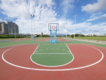 Openlucht basketbalhof Stock Foto's