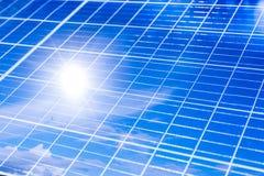 Openlucht de besparingsenergie van de zonnepaneelmacht van zonlicht royalty-vrije stock fotografie