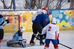 Openlucht de stadion-winter Klassiek ijshockeyspel royalty-vrije stock afbeelding