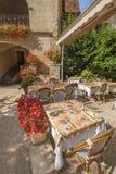 Openlucht Frans restaurant Stock Afbeeldingen