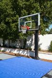 Openlucht het basketbalhof van het herenhuishuis Royalty-vrije Stock Afbeelding