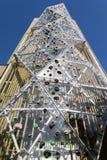 Openlucht het beklimmen muur op een toren stock foto