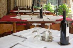 Openlucht het dineren hoekje in Toscanië Stock Afbeelding