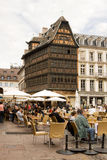 Openlucht koffie op het vierkant van de Kathedraal in Straatsburg Stock Afbeeldingen