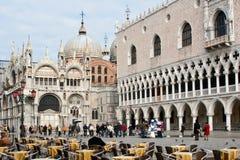 Openlucht koffie op het vierkant van San Marco, Venetië royalty-vrije stock foto