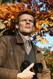 In openlucht Mens in de herfst royalty-vrije stock foto's