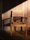 Openlucht meubilair: houten stoel op dek Stock Foto