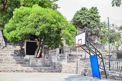 Openlucht Openbaar Basketbalhof stock fotografie