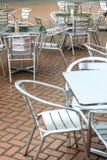 Openlucht openlucht de koffiestoelen van de restaurantkoffie met lijst Stock Foto's