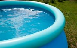 Openlucht pool met een water royalty-vrije stock afbeelding