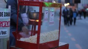 In openlucht Popcornmachine stock footage