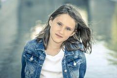 Openlucht portret van mooi meisje stock foto's