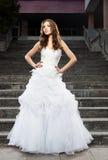 Mooie jonge vrouw in huwelijkskleding Royalty-vrije Stock Foto's