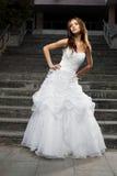 Mooie jonge vrouw in huwelijkskleding Royalty-vrije Stock Fotografie