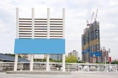 Openlucht reclame blauwe tekens Stock Afbeeldingen