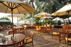 Openlucht restaurant bij het strand. Thailand. royalty-vrije stock afbeeldingen