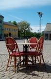 Openlucht restaurantlijst stock foto