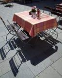 Openlucht restaurantlijst Royalty-vrije Stock Foto