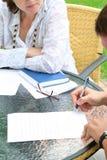 Openlucht studentenbespreking Stock Fotografie