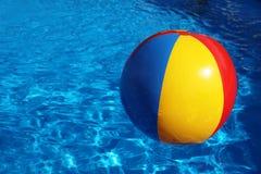 Openlucht zwembad royalty-vrije stock afbeelding