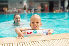 Openlucht zwembad Stock Foto's