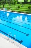 In openlucht zwembad Stock Afbeelding