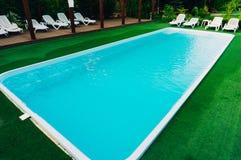 Openlucht Zwembad royalty-vrije stock fotografie