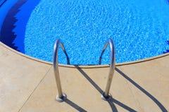 Openlucht Zwembad Stock Afbeeldingen