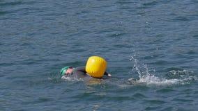Openlucht zwemmen stock video