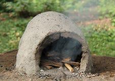 Openluchtclay oven stock afbeelding