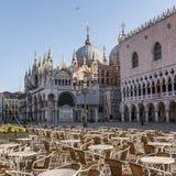 Openluchtkoffie op het vierkant van San Marco in Venetië stock foto