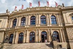 Openluchtmening van Rudolfinum in Praag royalty-vrije stock afbeeldingen