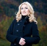 Openluchtportret met een vrouw Stock Fotografie
