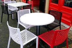 Openluchtrestaurantlijst Stock Afbeeldingen