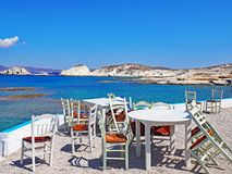 Openluchtrestaurantplaatsing op Milos Island, Griekenland Royalty-vrije Stock Fotografie