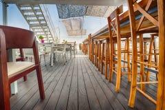 Openluchtrivierrestaurant op boot Mooi terras Royalty-vrije Stock Fotografie