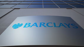 Openluchtsignage raad met Barclays-embleem De moderne bureaubouw Het redactie 3D teruggeven Royalty-vrije Stock Fotografie