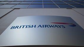 Openluchtsignage raad met British Airways-embleem De moderne bureaubouw Het redactie 3D teruggeven Royalty-vrije Stock Afbeelding