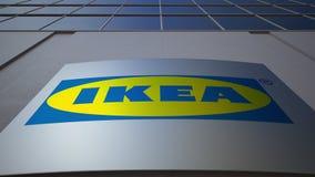 Openluchtsignage raad met Ikea-embleem De moderne bureaubouw Het redactie 3D teruggeven Royalty-vrije Stock Foto