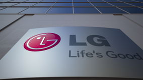 Openluchtsignage raad met LG-Bedrijfsembleem De moderne bureaubouw Het redactie 3D teruggeven Royalty-vrije Stock Foto's