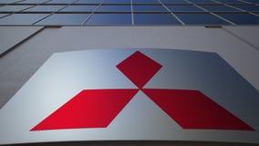 Openluchtsignage raad met Mitsubishi-embleem De moderne bureaubouw Het redactie 3D teruggeven Stock Foto's