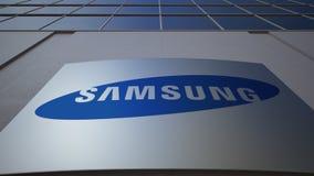 Openluchtsignage raad met Samsung-embleem De moderne bureaubouw Het redactie 3D teruggeven Stock Afbeelding