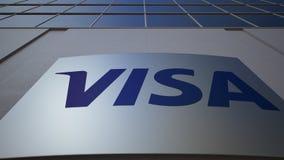 Openluchtsignage raad met Visa Inc embleem De moderne bureaubouw Het redactie 3D teruggeven Stock Foto's