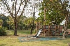 Openluchtspeelplaats in het Park Royalty-vrije Stock Afbeeldingen