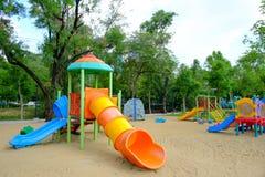 Openluchtspeelplaats op openbaar park Stock Afbeeldingen