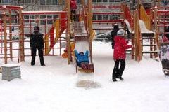 Openluchtspelen op de Speelplaats Stock Foto