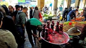 Openluchtvoedsel in Tajrish-Bazaar, Teheran, Iran stock footage
