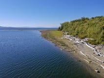 Opent droogte beïnvloede oever van het meer het programma Stock Foto