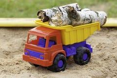 Opent stuk speelgoed vrachtwagen het programma Stock Afbeelding